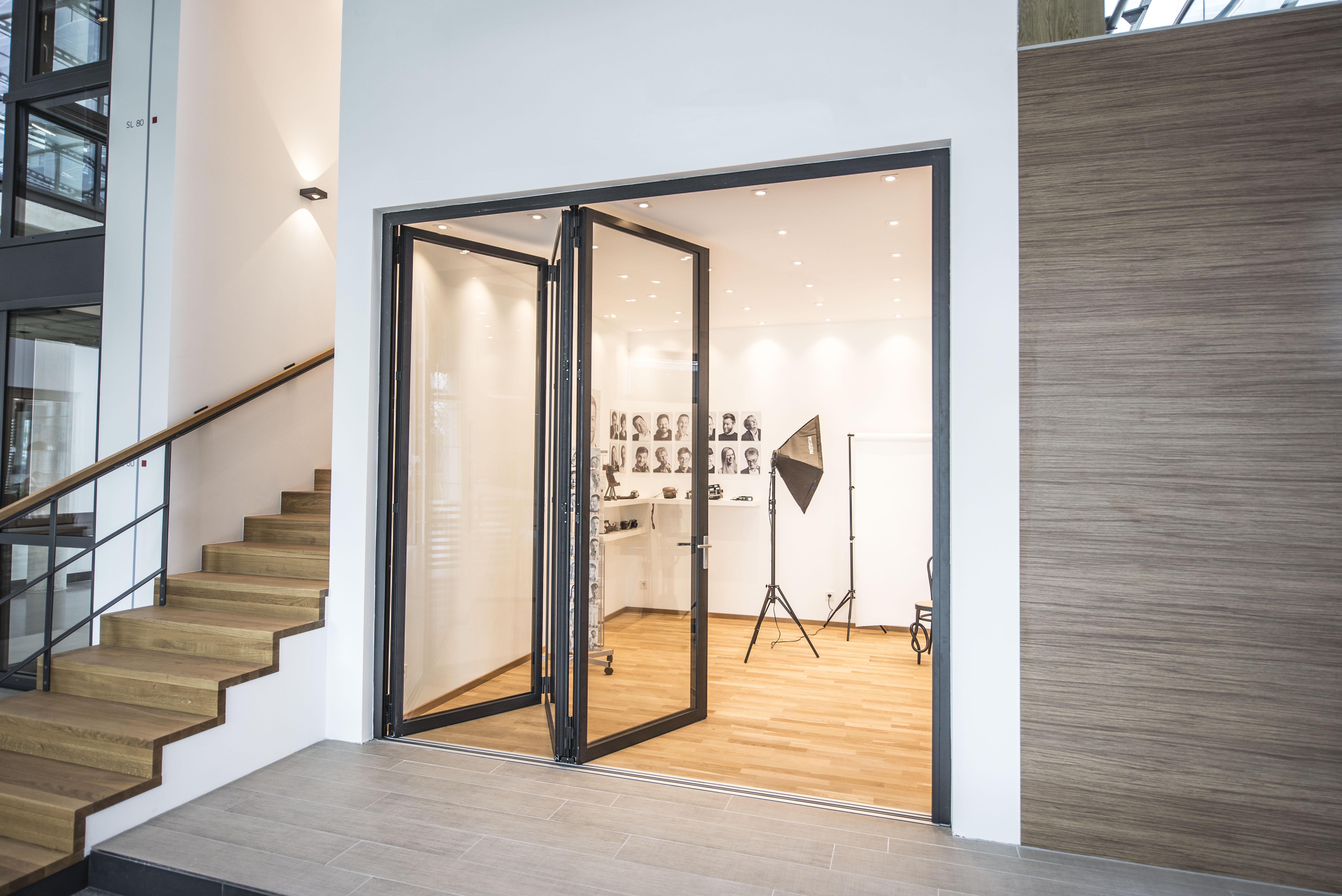 jetzt in unserer ausstellung die neue glas faltwand solarlux blog. Black Bedroom Furniture Sets. Home Design Ideas